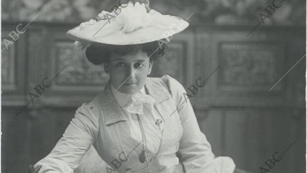 La actriz María Guerrero en el primer acto de «Mariucha», obra de Benito Pérez Galdós